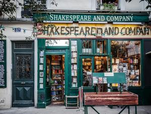 Shakespeare and Co Picture